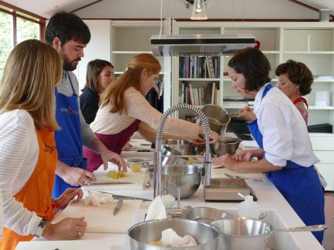 A Côté cours, à Bouliac, on apprend à concocter des repas d'exception idéaux pour les fêtes. Encore faut-il savoir les reproduire!