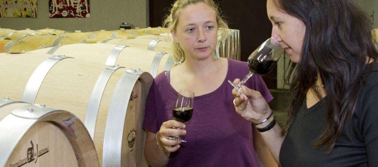Face au sexisme, les femmes du vin ne veulent pas rester en carafe