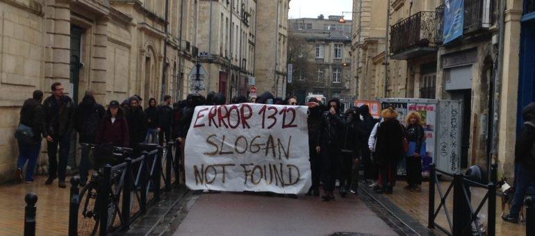 Affrontements violents entre police et étudiants, le blocage de la Victoire contesté