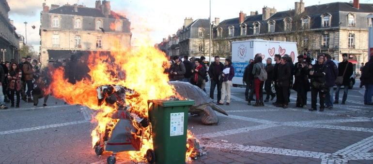 Contre l'expulsion de la ZAD de Notre-Dame-des-Landes, la Victoire s'enflamme