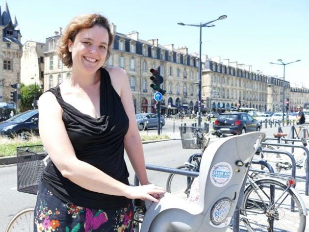 """La Bordelaise se déplace quotidiennement à vélo pour tous ses trajets ou presque, l'""""écogeste de base"""". Copyright Florence Heimburger"""