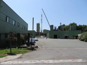La distillerie Douence enfume-t-elle les autorités avec sa cheminée géante ?