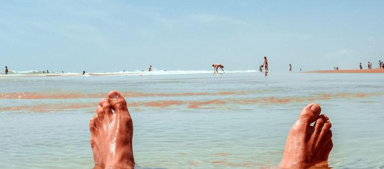femme nue sur la plage elle se caresse en public