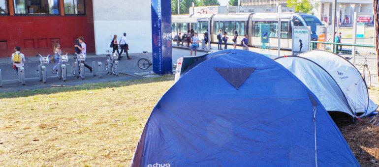 Des étudiants sans logement campent sur le campus de Bordeaux