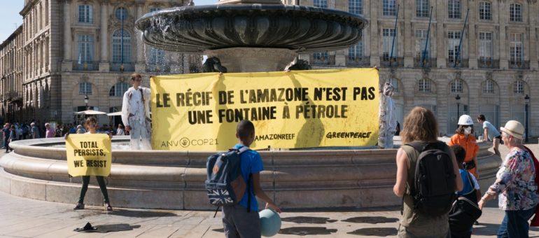 A Bordeaux, Greenpeace et ANV-Cop21 dénoncent un projet de Total au Brésil