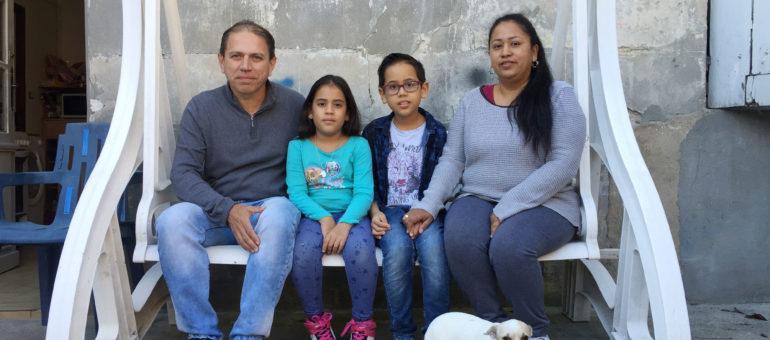 Une famille colombienne, avec logement et revenus, menacée d'expulsion