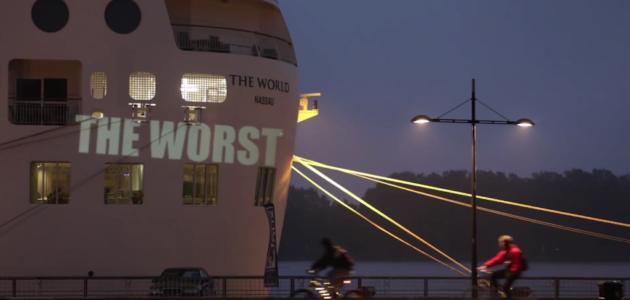 A Bordeaux, le paquebot The World rebaptisé The Worst par Olivier Crouzel
