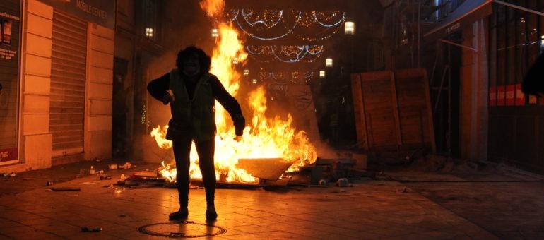 Gilets jaunes : Alain Juppé veut éteindre la violence, des Bordelais en colère