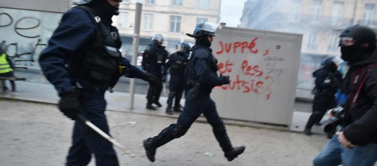 Gilets jaunes : des photojournalistes bordelais victimes de violences policières