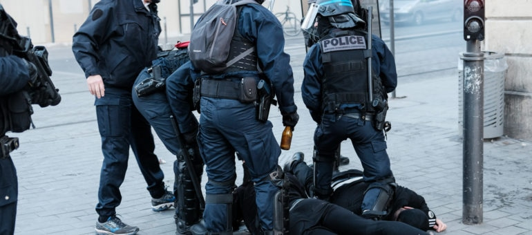 Un an après, les Gilets jaunes face à l'impunité des violences policières