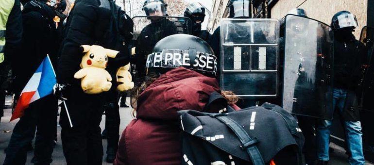 Vis ma vie de journaliste au milieu de la violence des manifs