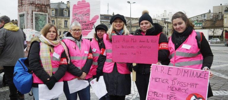 Les nounous enfilent leur gilet rose contre la réforme de l'assurance-chômage