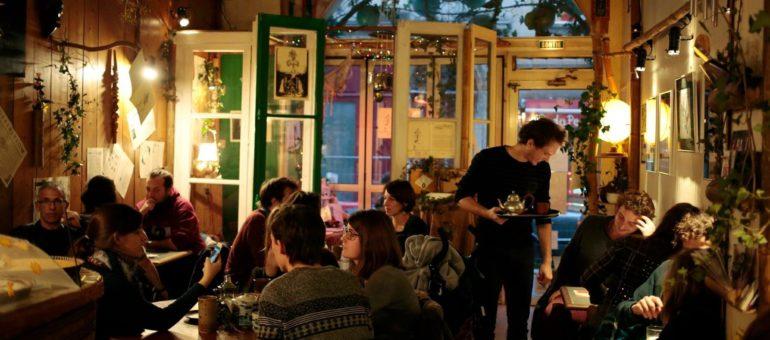 Levez et serrez-vous les coudes dans les bars (et cafés) associatifs #2