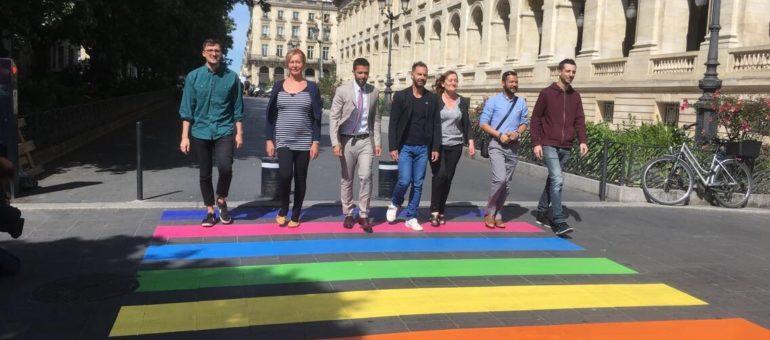 Un passage piéton aux couleurs LGBT inauguré à Bordeaux