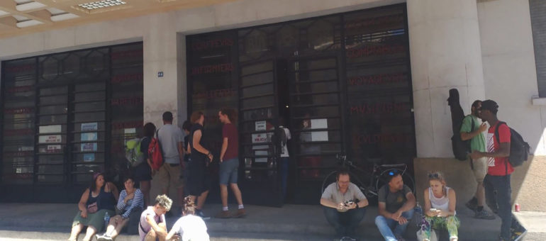 Des expulsés des squats occupent la Bourse du travail à Bordeaux