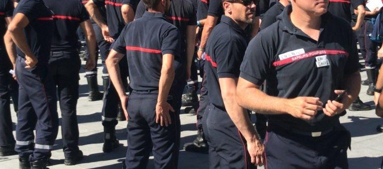En grève jusqu'à fin août, les pompiers ont manifesté à Bordeaux
