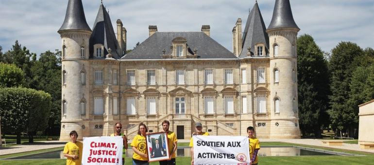 ANV-Cop21 Gironde décroche trois portraits de Macron dans le Médoc