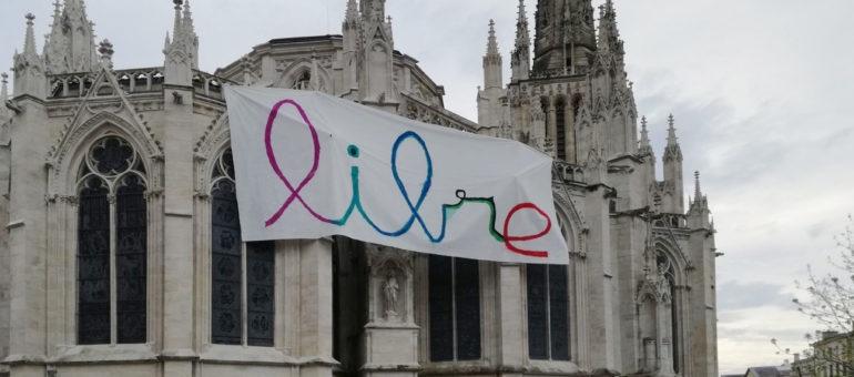 Une banderole sur la cathédrale Saint-André «contre les dérives autoritaires»