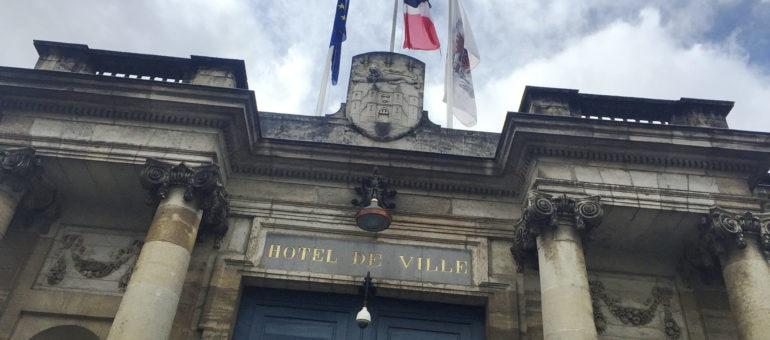 A Bordeaux, «la démocratie locale ne doit pas être confinée»