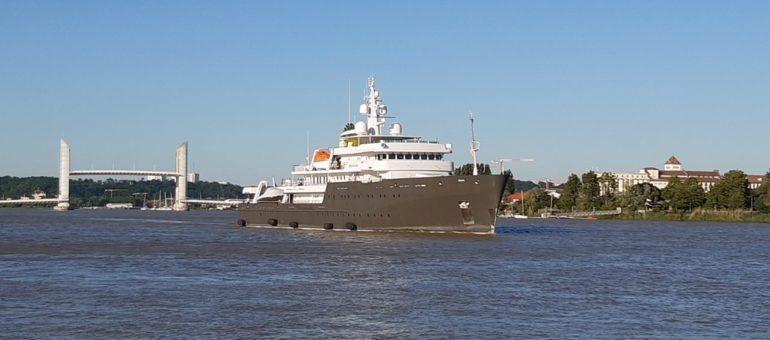 Le Yersin, premier super yacht à quai à Bordeaux pour un chantier de refit