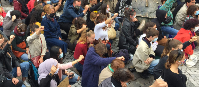 Bordeaux : 8 mn et 46 s genou à terre en hommage à George Floyd