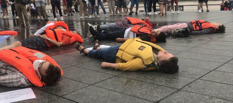 A Bordeaux, SOS Méditerranée demande la libération de l'Océan Viking