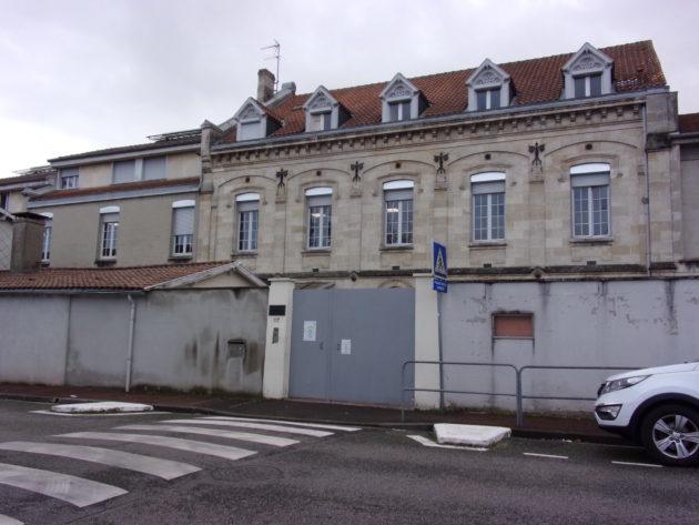Quatre adolescents interpellés après des inscriptions menaçantes sur des collèges — Bordeaux