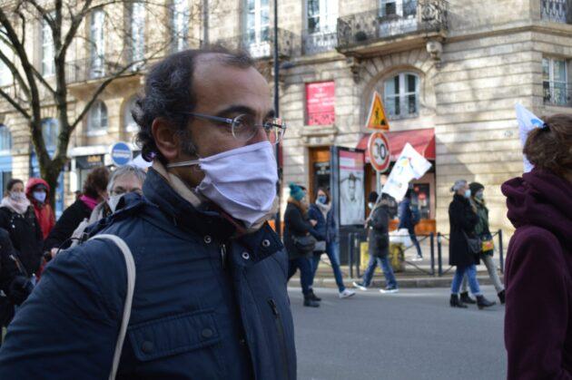 Stéphane Pébarthe, maître de conférences à l'université Bordeaux-Montaigne, manifestait pour la reprise des cours à l'université