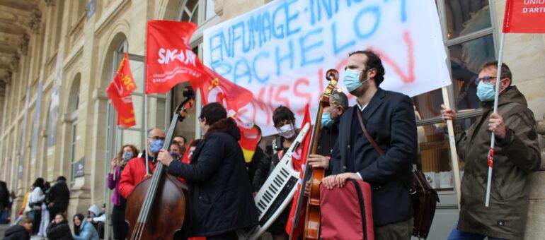 Des intermittents célèbrent en silence les «Défaites de la  musique» et la «mort de la culture»