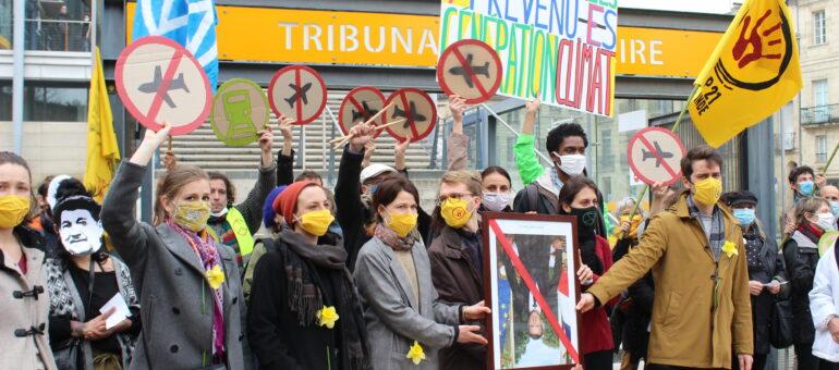 Jugés pour intrusion dans l'aéroport de Mérignac, les sept activistes attendent un verdict clément