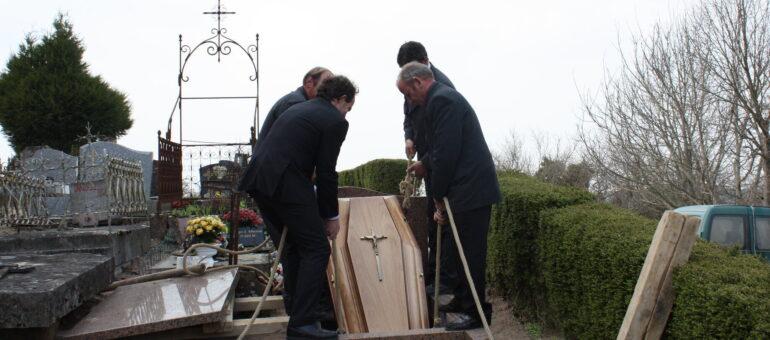 Clément, croque-mort bon vivant à 1750 euros par mois