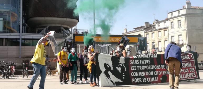 Décrochons Macron : une peine de 800 euros d'amendes requise contre un militant girondin