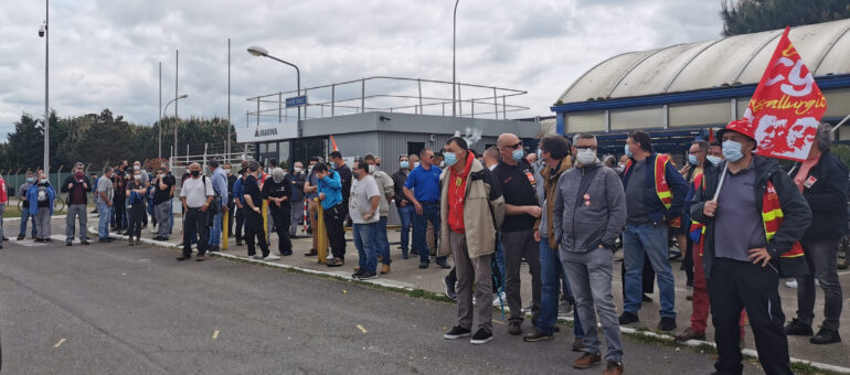 Inquiets de l'avenir de l'usine de Blanquefort, trois délégués du personnel de Magna menacés de licenciements