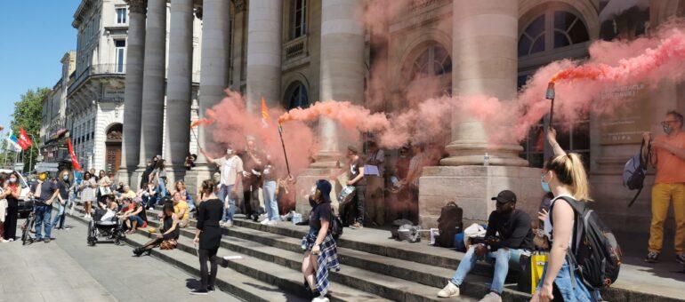 Tambours battants, 300 personnes à Bordeaux contre la réforme de l'assurance chômage