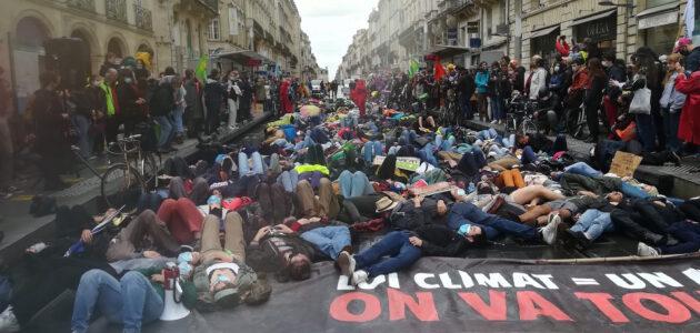 A la «Marche d'après» à Bordeaux, un millier de manifestants atterrés par la loi climat