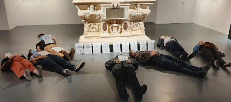 Grand oral : à Bordeaux, des profs de philo pleurent la mort des Humanités sur la tombe de Montaigne